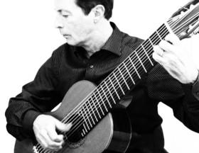 """Bild: Daniel Küper: """"Drei Jahrhunderte auf 10 Saiten"""" - Gitarrenkonzert"""