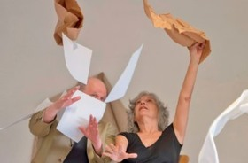 Bild: Papierstück - tanzfuchs Produktion