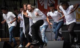 Bild: Grégory Darcy und Ensemble - Menschen tanzen - Forum der Kulturen - Made in Stuttgart