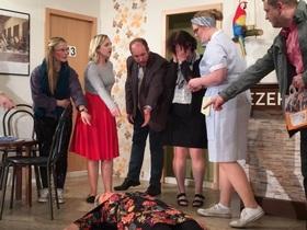 Bild: To´n Düwel mit dem Sex - Die Theatergruppe Eschbachtal präsentiert einen heiteren Schwank von Anthony Marriott & Alistair Foot