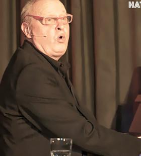 Bild: Heinz Klever präsentiert ein musikalisch-politisches Kabarettprogramm - Wer immer mit dem Schlimmsten rechnet, hat meistens eine gute Zeit...