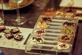 Bild: Wein trifft selbstgemachte Schokolade - für Herzensmenschen - Ihr persönlicher Adventskalender
