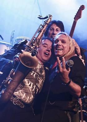 Bild: Siggi Schwarz X-MAS Rock - feat. Lee Mayall, Iris Trevisan, Tom Cròel & more