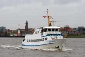 """Weserfahrt """"Dicke Pötte Tour"""" mit der MS Geestemünde 2019 - entlang der imposanten Hafenanlagen Bremerhavens"""
