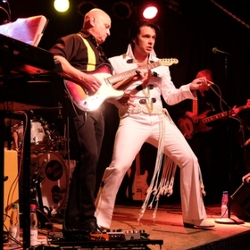 Bild: ANDY KING AND THE MEMPHIS RIDERS - ELVIS TRIBUTE SHOW - CHRISTMAS SPECIAL - LAMETTA UND PETTYCOAT