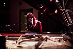 Bild: KARIN RABHANSL & JULES SOLO feat. LAURA M. SCHWENGBER