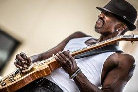 Dennis Jones - Blues Night mit Dennis Jones Band!