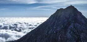 Bild: WunderWelten: Hoch - Abenteuer Europa - 47 Berge, 47 Länder, 470 Tage - Live-Reportage von Ulla Lohmann, Klavierbegleitung: Basti Hoffmann