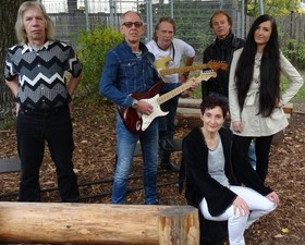 Bild: STAFF ONLY - Acoustic Lane im Vorprogramm