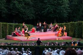 Bild: Martha oder der Markt zu Richmond - Heckentheater Schloss Rheinsberg