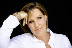 """Nicole Staudinger liest aus """"Ich nehm schon zu, wenn..."""" - Ein unterhaltsamer Abend mit Nicole Staudinger"""