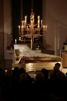 Bild: Kammerkonzert bei Kerzenschein - Flöte, Violine, Violoncello und Cembalo