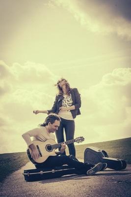 Bild: Suzan Baker & Dennis Lüddicke - Zwei Stimmen - Zwei Gitarren
