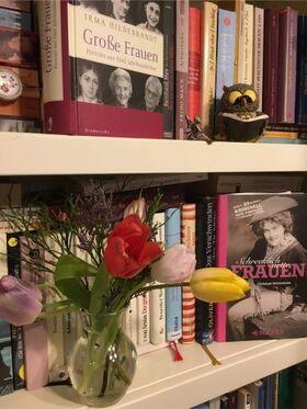 """Bild: Lesung zum Frauentag - Katrin Kaesler liest """"Ich habe gar keine Enkel"""" von R. Bergmann"""