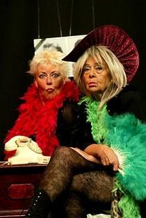 Bild: Zwei Witwen bei Lets dänz - Theater Freudenhaus