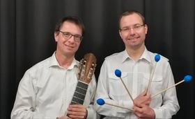 Musik im Café - mit Thomas Hofer, Gitarre und Christian Hoffe, Percussion