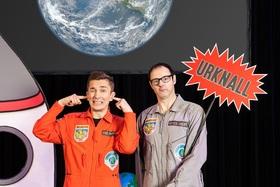 Bild: Vince Ebert & Eric Mayer - Schlau hoch 2 - Vince und Eric reisen zu den Sternen