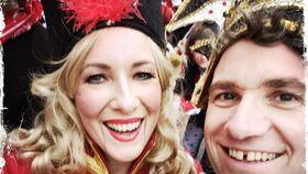 Bild: Lachendes Schlosstheater - Karnevalsrevue mit Jubel, Trubel & Heiterkeit