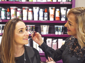 Lassen Sie sich professionell schminken - am 11. Mai ab 10 Uhr