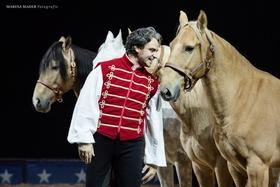 Bild: Elmar Kretz Cirqestria - Tour 2020 - Edle Pferde - Fabelhafte Artisten - Pure Passion