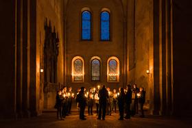 Bild: Klosterführung: Kerzenschein und Wein