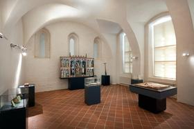 Bild: Sonderführung - Zeitzeugen im Kreuzgang - Entdecken Sie besondere Exponate der musealen Dauerausstellung im spätgotischen Kreuzgang des Klosters Neuzelle.