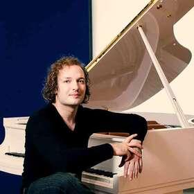 Bild: Novosibirsk Philharmonic Orchestra - Nikolai Tokarev (Klavier) unter der Leitung von Thomas Sanderling