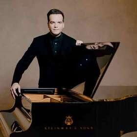 Bild: Frankfurter Opern- und Museumsorchester - Francesco Piemontesi (Klavier) unter der Leitung von Constantinos Carydis