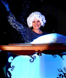 Bild: Kindertheater Radelrutsch - Frau Holle – Oder: Wiese, Äpfel, Brote und Schnee