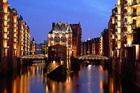 Bild: Abendliche Lichterfahrt Hamburg - Rainer Abicht Elbreederei