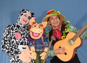 Bild: Der singende und klingende Bauernhof - Ein interaktives Liedertheater mit Schauspielern und Figuren