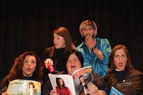 Bild: Zwischen allen Stühlen - TheaterTick