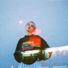 Bild: Lolo Zouaï  + Guest - (club Laiterie)
