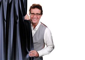 Bild: Christoph Brüske: In bekloppten Zeiten - Polit-Kabarett, Gesang, Stand Up