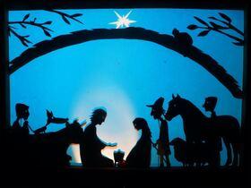 """Bild: Kinderspaß im Kloster """"Das Licht"""" - Eine Advents- und Weihnachtsgeschichte als fröhliches Farbschattenspiel mit Gitarre & Gesang"""