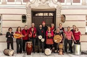 Bild: Komazama auf Weltreise - Special Guests: Charly Böck und Ulrike Mommendey