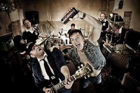 Hole Full Of Love & Dirty Deeds´79