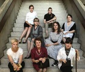 Bild: Acht Frauen  - Eine Kriminalkomödie von Robert Thomas - Premiere