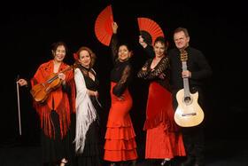 Bild: Flamenco vivo - Carmen Celada (Gesang), Cayetana de Ronda (Tanz), Simone Abrantes (Tanz), Azusa Krist (Viola), Georg Kempa (Gitarre)