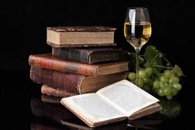 Bild: Ana Schlaegel lädt ein: WeinLese - Wein Lesung & Essen // Veranstaltung im Theatercafé