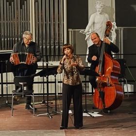 Bild: Tango und Jazz – Marga und Fola - Konzert in der Jahresausstellung  des Kunstvereins Korntal-Münchingen