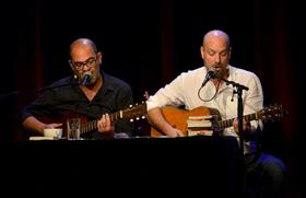 Bild: Hannes Ringlstetter & Stephan Zinner - 2 Typen, 2 Gitarren, 2 Bücher