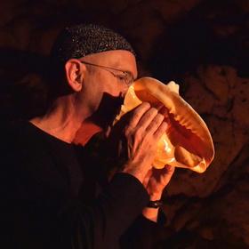 Bild: Höhlenkonzert im Hohle Fels (Weltkulturerbe) - Christoph Haas & Ensemble