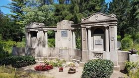 Bild: Halberstädter Friedhof - Erinnerung an einst lebende Schätze