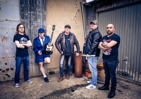 Bild: HELLFIRE (A tribute to AC/DC) - Support: FLY FIGHTERS (A tribute to Foo Fighters)