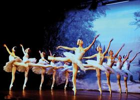 Bild: Ballet Classique München: Schwanensee - Musik: Peter I. Tschaikowsky
