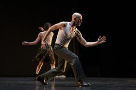 "Bild: Rabih Mroué / DANCE ON ENSEMBLE - ""Elephant"" & ""You should have seen me dancing Waltz"""