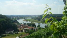 Bild: Zum Weinwanderwochenende auf historischen Spuren wandeln