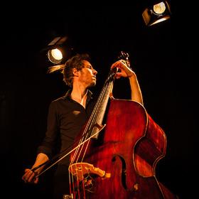 Jaspar Libuda - Eine Reise in die Klangwelt des größten aller Streichinstrumente.