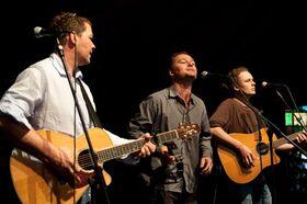 The Brothers acoustic trio - Schöne Songs - drei Stimmen, zwei Gitarren, etwas Percussion